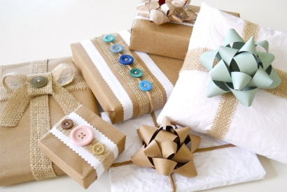 7 Quick Steps to Perfectly Gift Wrap a Present!